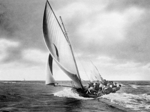 Under sail, Sydney Harbour